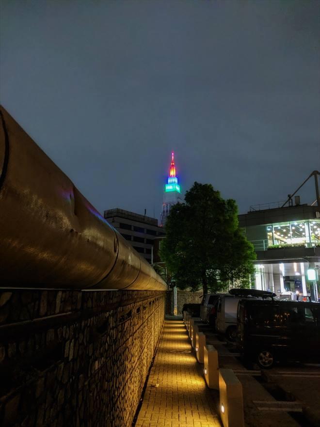 ドコモタワー(NTTドコモ代々木ビル)のライトアップ